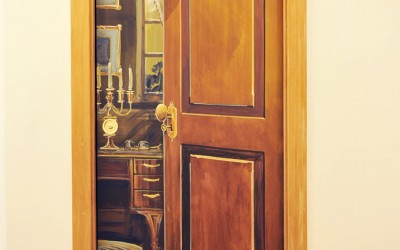 Trompe l'Oeil door with bulldog