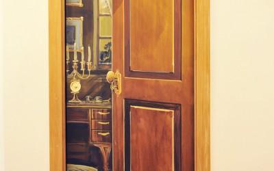 Trompe l'Oeil door with bulldog